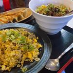 熱血食堂すわ - ♦︎汁なし坦々麺 辛 850円 ♦︎高菜炒飯     830円 ♦︎焼き餃子     420円