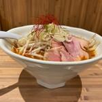麺 TOKITA - 海老味噌らぁ麺の横顔。丼は深め。