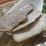 天広軒ラーメン - 硬めのお肉を噛み締めると、味がしっかりしているのが分かります。