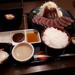 牛かつ 牛若丸 - 料理写真:牛かつ定食・中(1940円)