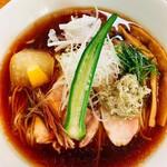 麺工房 やびな - 料理写真:煮干し鰹の冷たい醤油soba(期間限定)
