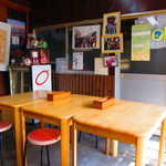 安田屋 - テーブル