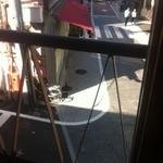 15498794 - 窓の外には旧東海道が偲ばれる
