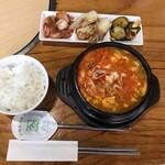吉祥 - 純豆腐チゲ定食(日替りサービス/800円) ●豚肉追加(200円)
