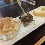 和酒菜 なかがわ - お通し(筍煮、サザエ、さつま揚げ)