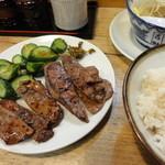 味の牛たん 喜助 - 牛たん炭火焼定食ミックス(しお&タレ)