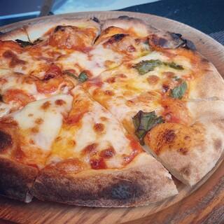 <石窯ピッツァ>もちもち食感が堪らない本格ピッツァをご用意。
