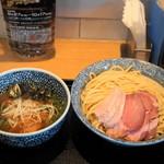 麺屋 一燈 - 2012.10 チャーシュー濃厚魚介つけ麺(950円)を大盛り(100円)で