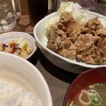 伝串 新時代 - 唐揚げ定食最高。揚げたてなんだぜ、信じられないだろ?