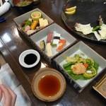 旬菜料理 花のれん - 花ごよみ弁当(3段になった重箱風の入れ物で特別感アリアリ!)2000円位