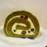 MA FAVORITE - 抹茶と小豆のロールケーキ 280円