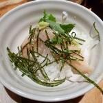 居酒屋 かまどか - ご飯のお供、鯛をのせて・・・