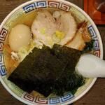 丸 中華そば - 料理写真:特製塩