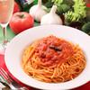 カプリチョーザ - 料理写真:創業以来カプリ通から絶大なる人気を誇る不動の看板メニュー「トマトとニンニクのスパゲティ」