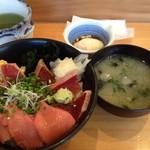 菊すし - 漬けトロ丼(900円)