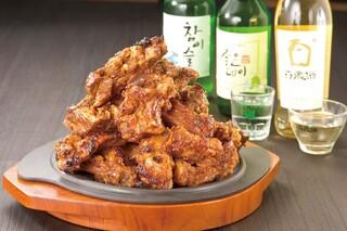 韓国屋台 豚大門市場 - 韓国焼酎と一緒にトゥンカルビもどうぞ!