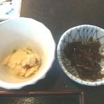 くるまや - 小鉢は、おからとこんにゃくとフキの山椒煮