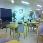 マリンオアシスはかた - 食堂スペースは広く店内は清潔で感じがいい