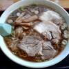 新月  - 料理写真:ワンタン麺 大盛(890円也)  気温30度超えの中今日も大行列‥