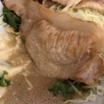 アカシア - このソースがキャベツにからんでウンマイ。ご飯に乗っけるとツユダク状態に。