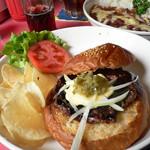 ブギーカフェ - テリヤキバーガーとチリコンカンライス