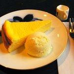 1551778 - チーズケーキとアイス