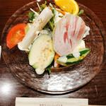 Toshi - セットのサラダ