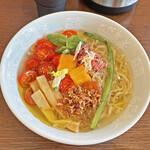 六花 - 料理写真:限定「夏に恋する冷やしトマトラーメン」¥1,000
