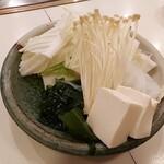 Shabusen - ⚫野菜、豆腐、しらたき、ワカメ、えのき