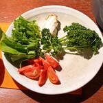 柚木元 - トマトやルッコラやパセリや玉白茸は水で洗って好みの大きさに切って