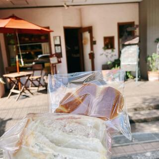 穂の香 - 料理写真:クリームパン(200円), たまごとツナ(370円)