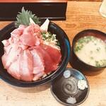 155147684 - 生本鮪丼 1980円                       特盛(ネタ・ご飯増)+200円
