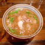 中華そば 椿 - どろどろ系の豚骨魚介。酸味が前面に出て、かなり濃厚なスープです!