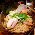中華そば 椿 - 国産小麦粉とタピオカをブレンドした麺。見た目以上にボリュームがあり、腹持ちが良い!