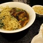 健康中華庵 青蓮 - 豚バラスープ麺&半炒飯¥890