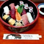 おくたま寿司 - 料理写真:ランチ握り(税込1000円)