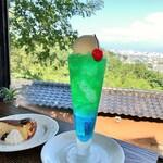 空の森 cafe&コワーキング&レンタルスペース - ドリンク写真:クリームソーダ・ブルーハワイ+メロン。650+100円