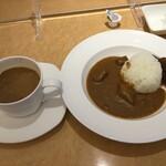 フュージョンダイニング エフ - ホテル仕様なのに、コーヒーに本物の「生クリーム」が付いてこないのには驚きました。