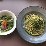 メイプル・カフェ - 料理写真:久慈浜シラスとインゲンの大葉ジェノベーゼパスタ¥1300(税込)・サラダ