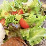 鉄板肉バルどんと - サラダ
