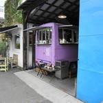 ロータスバゲット - やっとたどりつけた・・・ 目印の紫の車