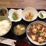 茶の間 雛 - 日替定食 600円  マーボ豆腐 白菜おひたし なすび煮もの サラダ 漬物 味噌汁 ごはん