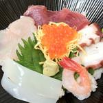田野の魚屋さん でこん村 - 料理写真:海鮮丼