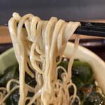 つぼみ家 - 白っぽい生麺