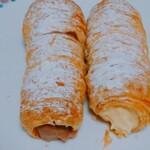 ケーズケベック - 料理写真:クローネ(←チョコクリーム、→カスタード)(たぶん税別120円×2本)