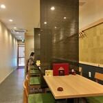 一色産地焼き鰻 福乃城 - モダンな和様式の清潔で明るい空間