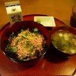 華鶏 - 料理写真:牛とろ丼(850円)
