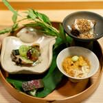 Awaijoun - タンの南蛮煮 練り立て胡麻豆腐、翡翠の銀杏 蟹 雲丹、牛骨で炊いた鮑 揚げマッシュルーム シャインマスカット、24ヵ月熟成昆布締め肉、 梨 蓼で和えて