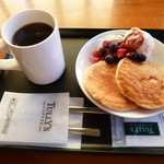 タリーズコーヒー - 10月限定 ベリーパンケーキセット 600円