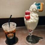 イシヤカフェ - ミルクソフトクリームパフェ